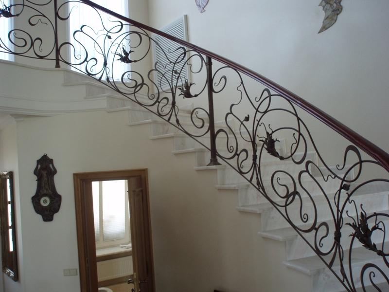 Сколько стоят кованые ограждения для лестниц