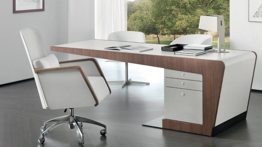 Где выбрать и как купить письменный стол?