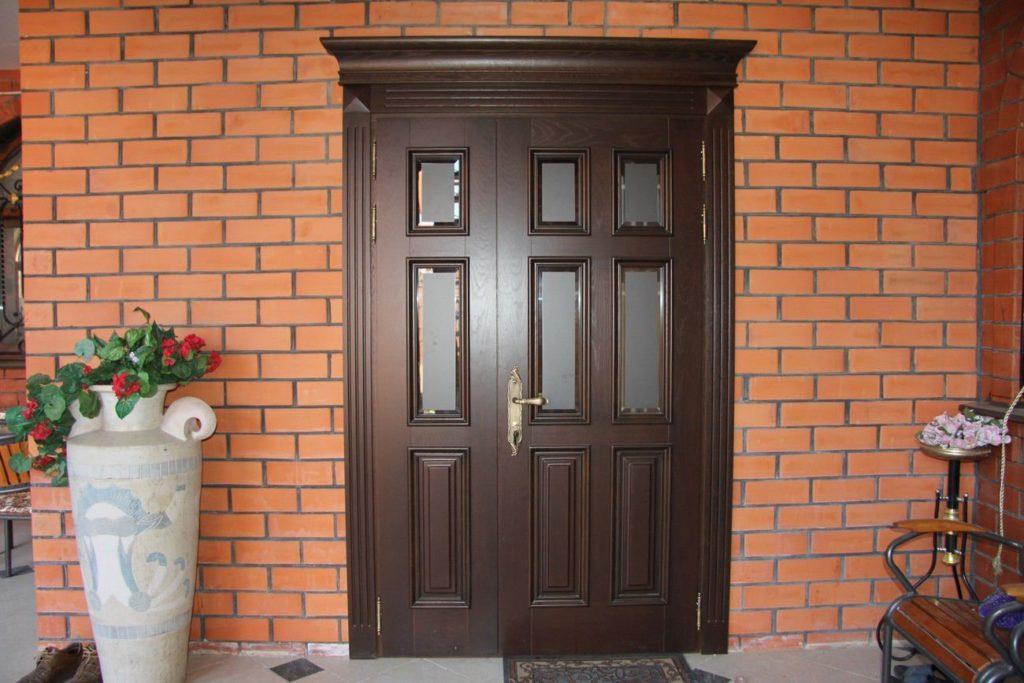 2481410695-kak-varyatsya-stalnye-dveri