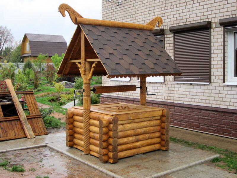 Домики для колодцев – оригинальное украшение загородного участка