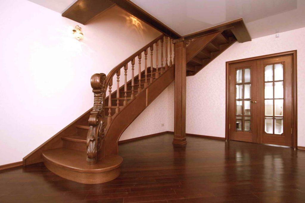 Надежная и современная лестница в ваш загородный дом
