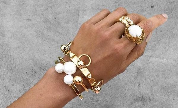 Какими могут быть бижутерные женские браслеты