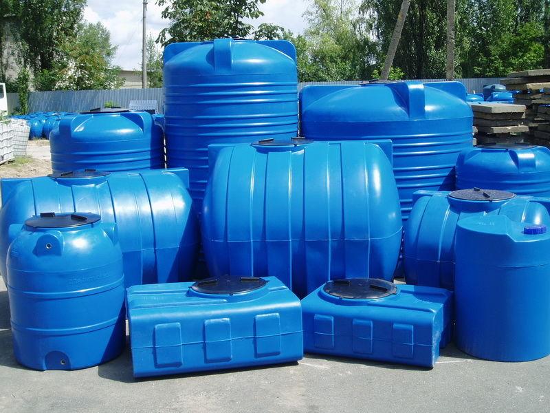 Пластиковые емкости – лучший вариант для сбора и хранения воды