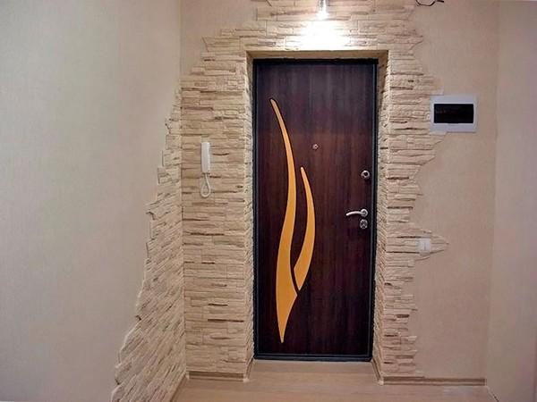 otdelka-otkosov-vxodnoj-dveri-kamnem