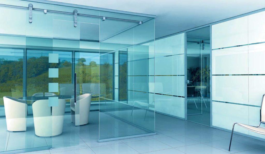 Стеклянные перегородки – лучшее решение для современного офиса