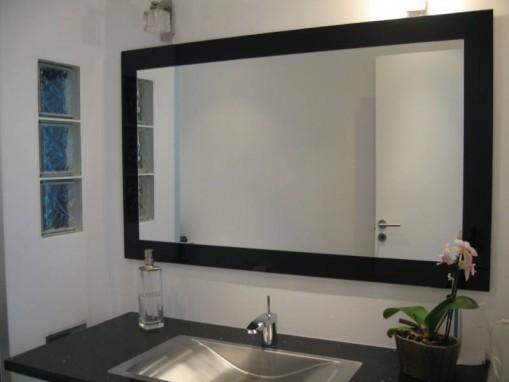 Варианты крепления зеркала на стене