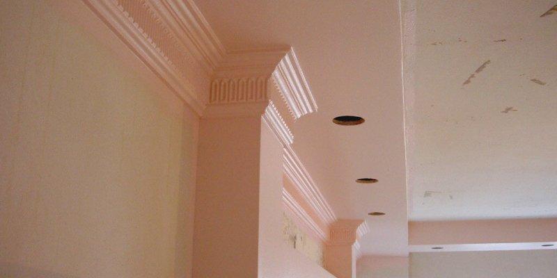 Натяжной потолок или обои что раньше?